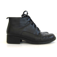 Vintage black leather ankle boots. Lace up boots. granny boots. women's shoes size 8