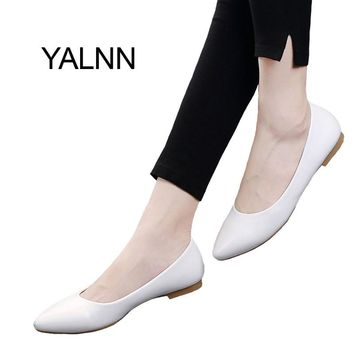 YALNN Fashion 2017 New Flat Women Shoes Leather Platform Heels Shoes White Women Pointed Toe Leather Women Shoes for Girls