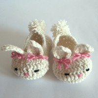 Baby booties cotton bunny. Crochet newborn shoes. Cute animal baby shoes.