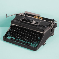 1951 Voss Model 50 Typewriter. Restored and in excellent working condition. Black bakelite. Medium Portable. With Case.
