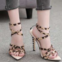 Hot style sells pointed zebra-print sandals with sexy cross straps
