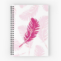 'Pink feathers' Cuaderno de espiral by juliagrifol