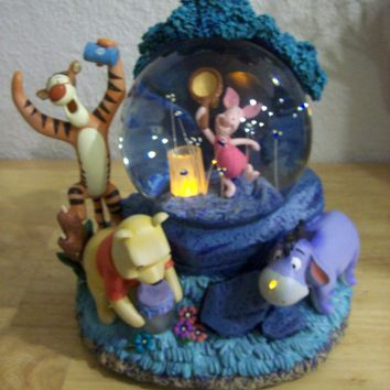 Disney Winnie the Pooh Chasing Fireflies Animated Lighted Musical Snow globe