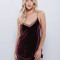 Intimately Womens Simply and Short Velvet Slip