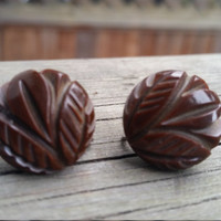 Deep carved BAKELITE chocolate brown screw back earrings circa 1940's Gatsby style. TESTED
