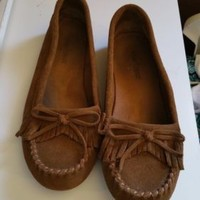 8.5 MINNETONKA Brown Kilty Suede Leather Fringe Slip On Moccasins Women's Flats