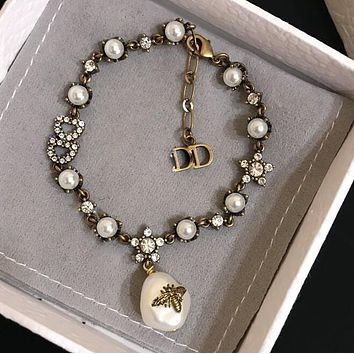 DIOR New Trending Woman Stylish Temperament Bee Pearl Diamonds Bracelet Hand Catenary I13266-1