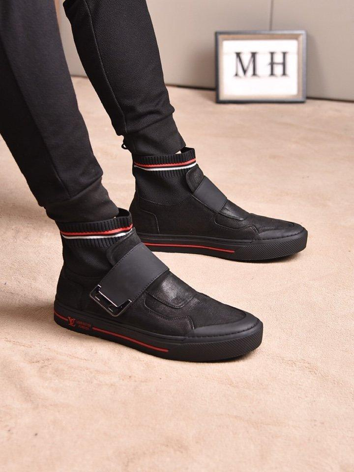Image of LV Louis Vuitton  Men Fashion Boots fashionable Casual leather Breathable Sneakers Running Shoes12