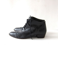 80s black leather ankle boots. lace up granny boots.
