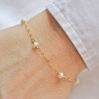 White Pearl Bracelet, Bridesmaid Gift, 14k Gold Fill or Sterling Silver, Dainty Freshwater Pearl Bracelet, Wedding Bracelet, Bride's Gift