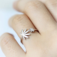 """""""Valley Girl"""" Weed Leaf Ring Silver"""