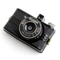 Vintage Pickwik Camera - 1940s Mini Black 50mm Early Plastic Camera / Tiny Candid Type Camera