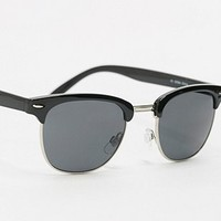 A.J. Morgan Soho Sunglasses in Black - Urban Outfitters
