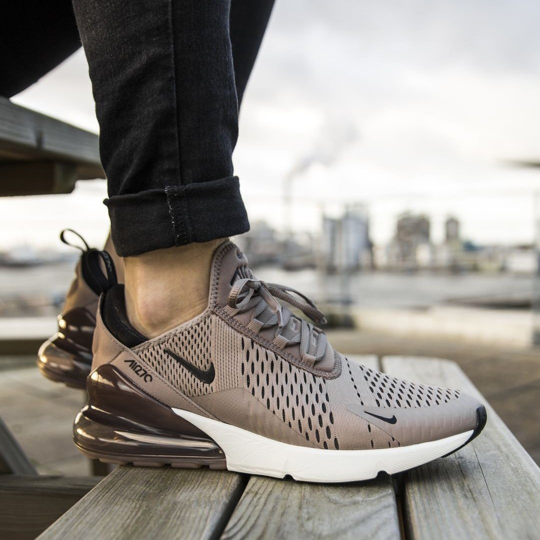 Image of Nike Air Max 270 men's and women's air cushion shoes
