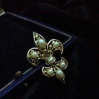Large Vintage Designer Miene Fleur De Lis Faux Oval Lucious Pearl Accents Gold Filigree Victorian Style Accented Brooch Pin Badge Clip