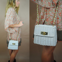Vintage 1990s chain strap cross body white wicker magnetic snap closure purse bag