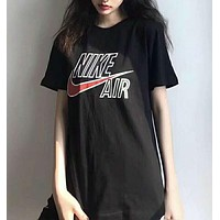NIKE AIR's new vintage T-shirt features a large logo on the front and short sleeves N-AG-CLWM