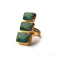 Green Jade Verticle Three Small to Large Stones Ri   toosis