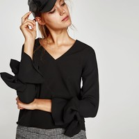 V-NECK BLOUSE WITH LONG SLEEVES DETAILS