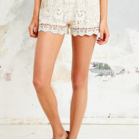 Native Rose Lace Crochet Shorts in Cream - Urban Outfitters