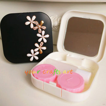 New Design 3D Flower Traveling Contact Lenses Case in White and Black Color