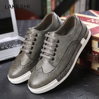 LAKESHI 2018 Men Shoes Bullock Flat Casual Lace Up Leather Shoes Vintage Shoes