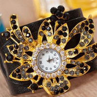 Eye Catching Jewelry Fashion Wristwatch for Ladies in Black