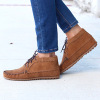 Minnetonka: Suede Ankle Boot {Dusty Brown}