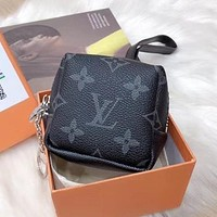 Louis Vuitton LV New Casual Small Wallet Simple Letter Clutch bag