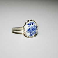 Adjustable Vintage White Ceramic ring with blue paintingFREE US SHIPPING