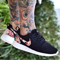 NIKE ROSHE RUN Classic Floral Women's Lightweight Running Shoes F/A