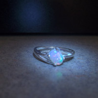 US SELLER-Ethiopian/Welo opal sterling silver ring/.40 carats, 7x5 oval, size 7 (EOR04)