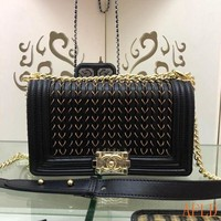 692 Fashion Embroidered Chain Flap Bag Leather A67086 Baguette 14.5-25-8cm