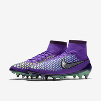 The Nike Magista Obra SG-PRO Men's Soft-Ground Soccer Cleat.