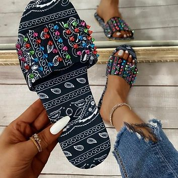 Summer new style sandals and slippers, flat-bottomed rivets, outer wear women's shoes