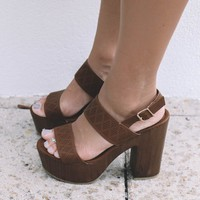 SZ 10 Rise Up Tan Sandal Platforms