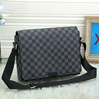 Louis Vuitton LV classic shoulder bag casual business fashion men and women shoulder messenger bag