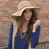 Camel Shopping Chic Hat