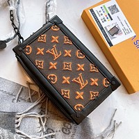 LV Louis Vuitton Hot Sale New Women's Letter Embroidered Retro Camera Bag Shoulder Bag