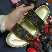 LV Louis Vuitton Hot Sale Casual Home Ladies Beach Sandals Trendy Parallel Bar Leather Slippers Sandals