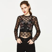 EMBROIDERED LACE T-SHIRT DETAILS