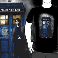 Tardis doctor who with david tennant in the mist T-Shirt man and woman by Pointsalestore corp