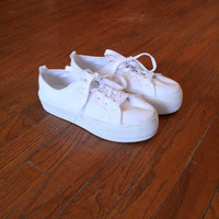 PLATFORM SNEAKERS // size 7 womens u.s. // shoes // 90s // white // minimal // canvas // britney spears // vintage!
