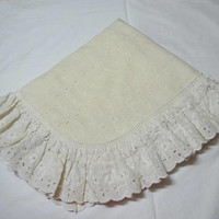 1980s Ivory Eyelet Pillow Sham with Ruffle, Envelope Back, 25 x 20 Inches, Standard Size, Eyelet Lace, Vintage Bed Linens, 1980s Home Decor