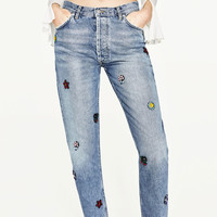 THE HIGH RISE RELAXED FIT CUSTOMISED JEANS WITH RHINESTONE JEWELS DETAILS
