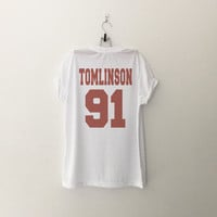 One Direction Louis Tomlinson T-Shirt womens gifts womens girls tumblr hipster band merch fangirls teens gift girlfriends present blogger