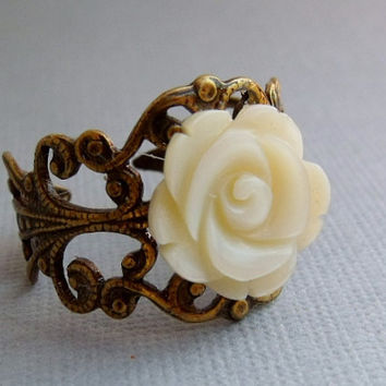 Ivory Shell Rose Ring