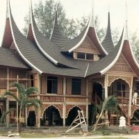 Luxury Of Traditional Gadang House From Minangkabau | beautyhomedesigns.com | beautyhomedesigns.com