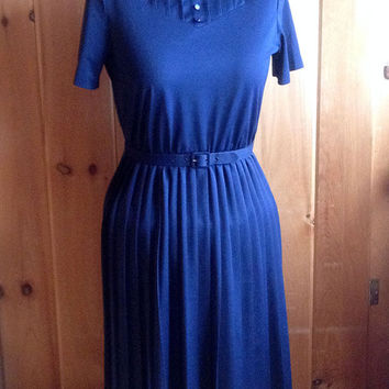 Vintage dress   Navy blue dress with pleated skirt