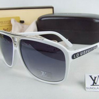 Louis Vuitton Women Fashion Sunglasses Casual Popular Summer Sun Shades Eyeglasses